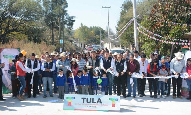 Entrega Gadoth Tapia  techado, pavimentación y drenaje sanitario en Xitejé de Zapata