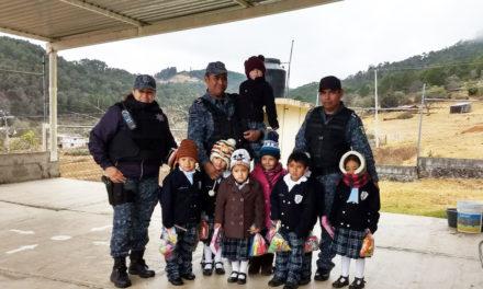 Con acciones de proximidad social, Policía Estatal se vincula con estudiantes de Cuautepe