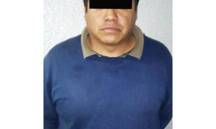 Policía Estatal asegura a sujeto que presuntamente transportaba grupo de migrantes centroamericanos