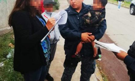 Policía estatales rescatan a niño que deambulaba en Pachuca