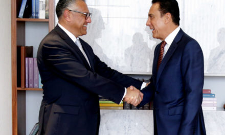 Omar Fayad recibe a Raúl Arroyo González