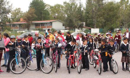 """Sistema DIF Municipal  beneficia  a niñez tepejana como parte  del programa """"en bici contigo, ayúdame a llegar""""."""