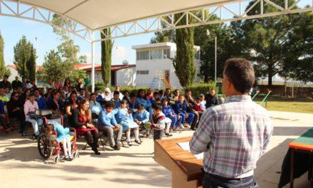 Moisés Ramírez Tapia hace entrega de aula para Centro de Atención Múltiple.