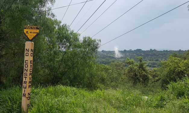 Personal especializado de Pemex atiende derrame de hidrocarburo provocado por toma clandestina en Tula de Allende, Hgo.