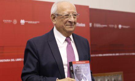 """TEODORO RENTERÍA PRESENTA EN LA FUL, LA VERSIÓN ACTUALIZADA DE SU LIBRO """"MI VIDA SON NUESTRAS BATALLAS""""."""