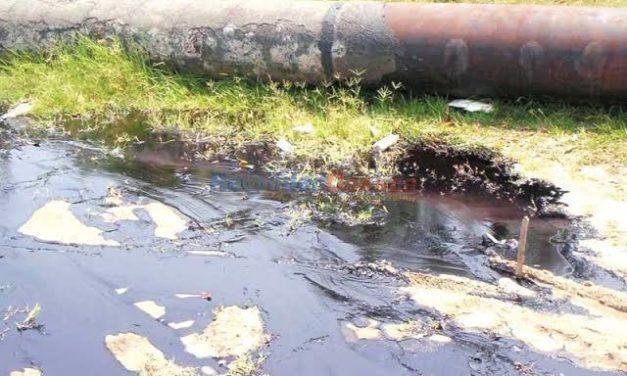 PEMEX atiende fuga de combustible provocada por una toma clandestina en Atitalaquia