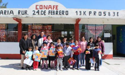 Planteles de CONAFE reciben juguetes por parte del DIF en Tepeji.
