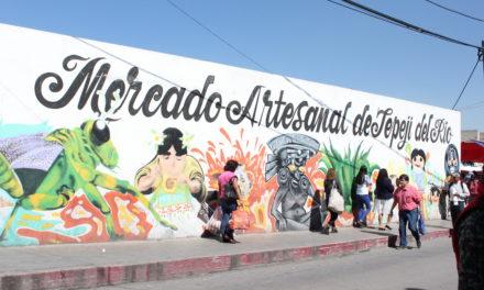 Locatarios del mercado artesanal firman contrato con el gobierno de Tepeji.