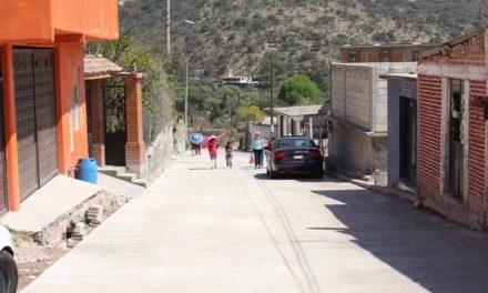 Gobierno de Tepeji entrega dos calles pavimentadas en Santa Ana Azcapotzaltongo.